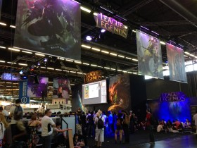 Japan_expo_2014_stand_LoL-01