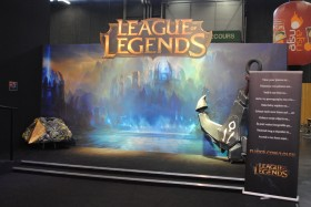 japan_expo_2015_stand_league_of_legend_riot_games_cosplay
