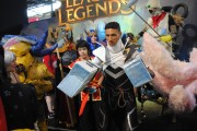 japan_expo_2015_stand_league_of_legend_riot_games_cosplay_lucian