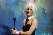 japan_expo_2015_stand_league_of_legend_riot_games_cosplay_riven (2)