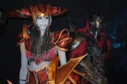 japan_expo_2015_stand_league_of_legend_riot_games_cosplay_shyvana_zed (2)