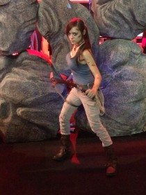 PGW_2015_cosplay_tomb_raider_lara_croft