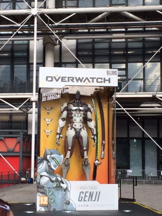 soiree_lancement_overwatch_paris_20_mai-2016-figurine_geante_genji (15)